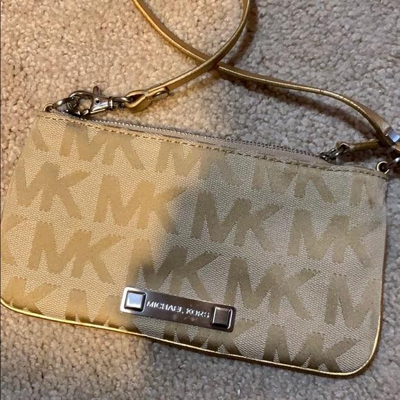 Michael Kors Handbags - Micheal Kors wristlet